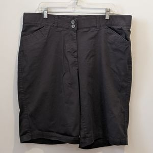Penningtons black cotton bermuda shorts sz 18